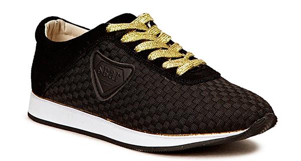snygga svarta sneakers