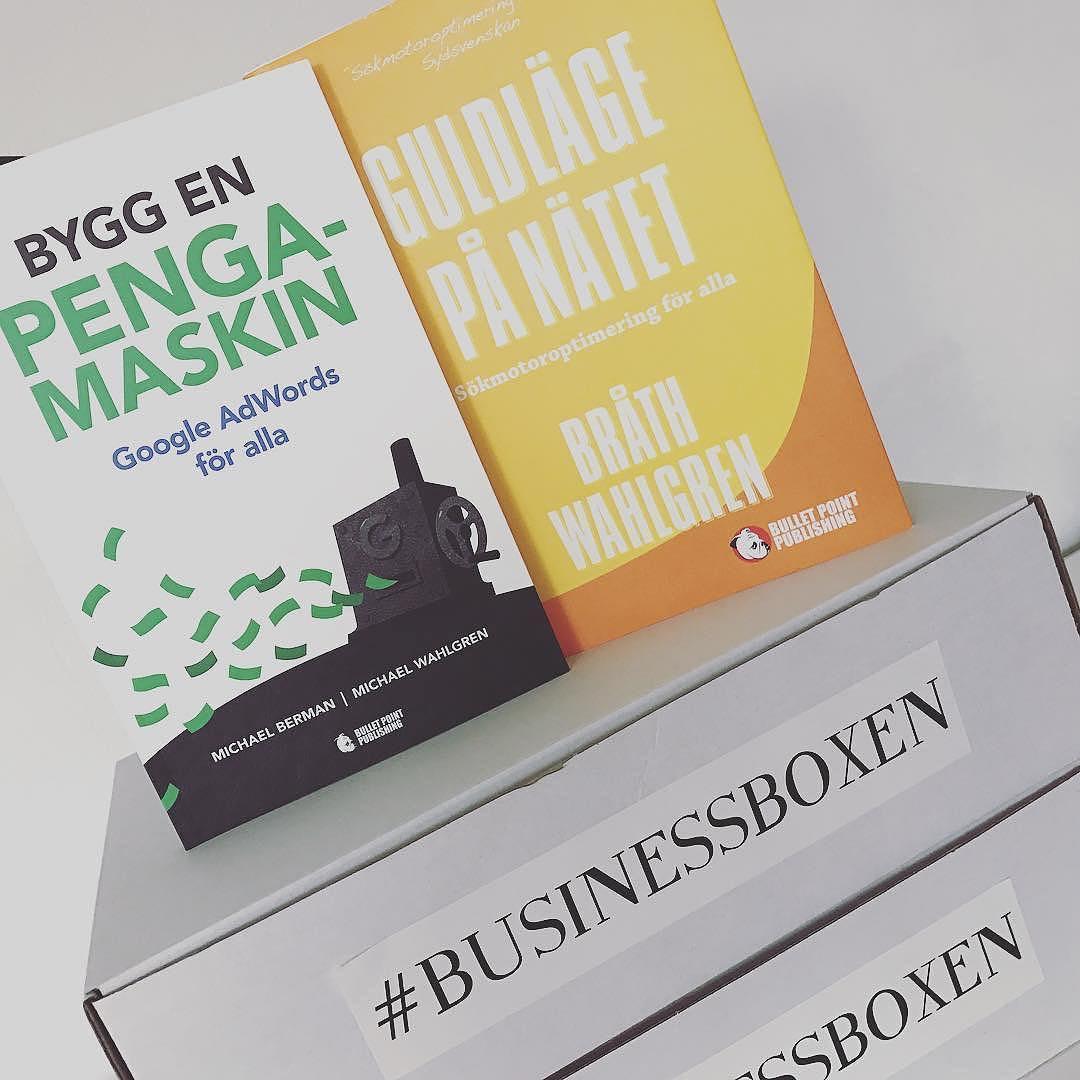 #Repost @businessboxen ・・・ Beställ din box senast på söndag. Vi kommer nämligen att lägga i signerade böcker av Michael Wahlgren från @pineberry_com i 10 av dessa boxar. 5 exemplar av boken Bygg en pengamaskin Google AdWords för alla och 5 exemplar av boken Guldläge på nätet Sökmotoroptimering för alla. Riktigt bra böcker! Se länk i profilen www.businessboxen.se #businessboxen #hittabox #prenumerationsbox #prenumeration #företagare #entrepreuneur #entreprenör #adwords #seo #google #boktips #startaeget #drivaeget #byggenpengamaskin #guldlägepånätet #marknadsföring #marketing