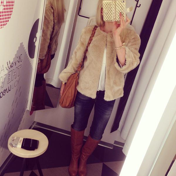 Fuskpälsjacka Zara    Blus Gina Tricot    Jeans Reign från Radlady     Stövlar Vagabond från Ellos    Väska H M    Armband Kenneth J Lane     Klocka Michael ... f0dbfece78771