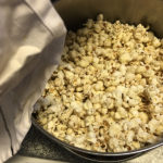Gammaldags popcorn i kastrull