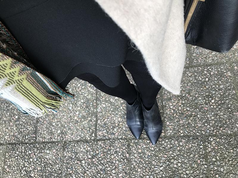 8ae48dd8a23a Jacka från Morris och kjol från Zara igen. Varför förnya sig? 😉 Valde i  alla fall andra skor – spetsiga med taxklack från Vagabond.