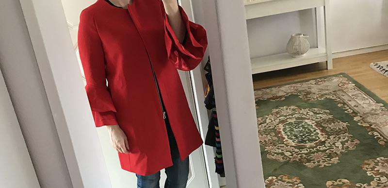 d600b181c5f9 Röd kappa med volangärmar från Zara – behålla eller ej? – Käthe Nilsson