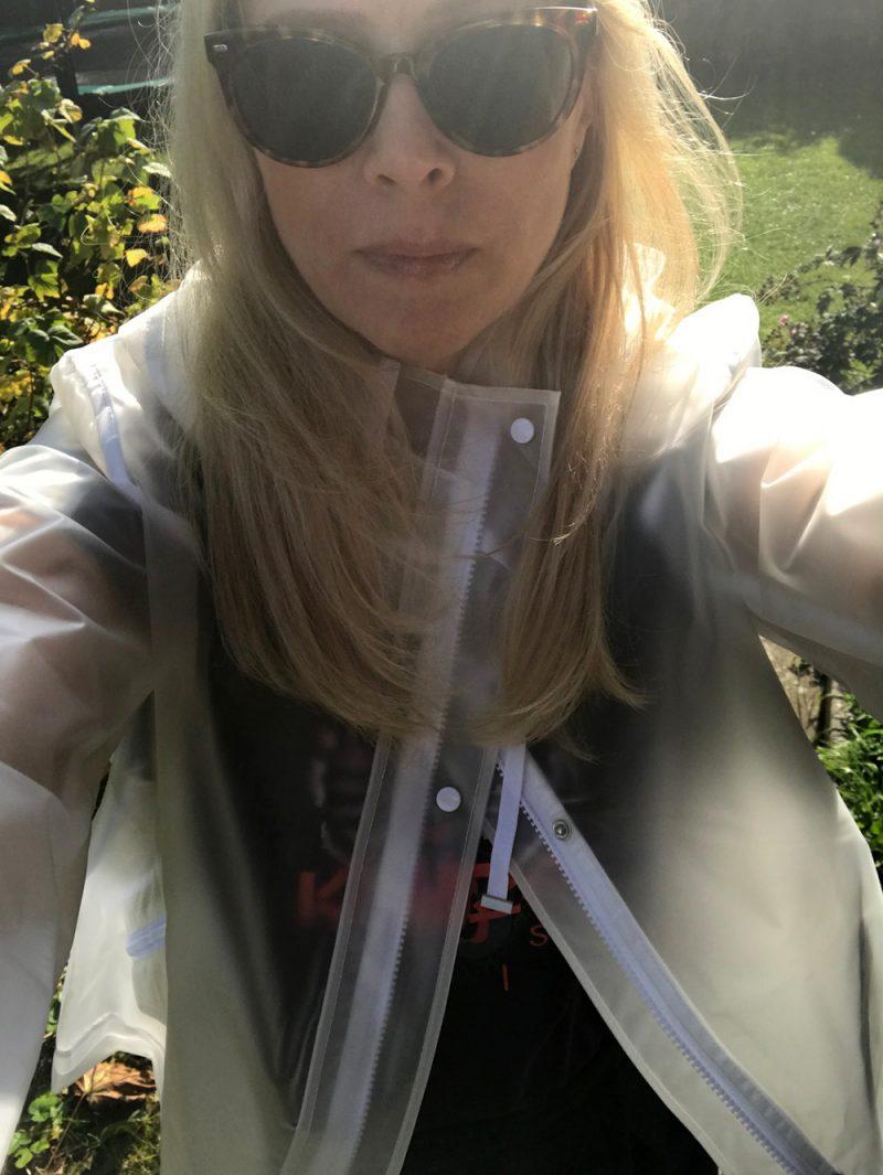 Genomskinlig regnjacka – Käthe Nilsson