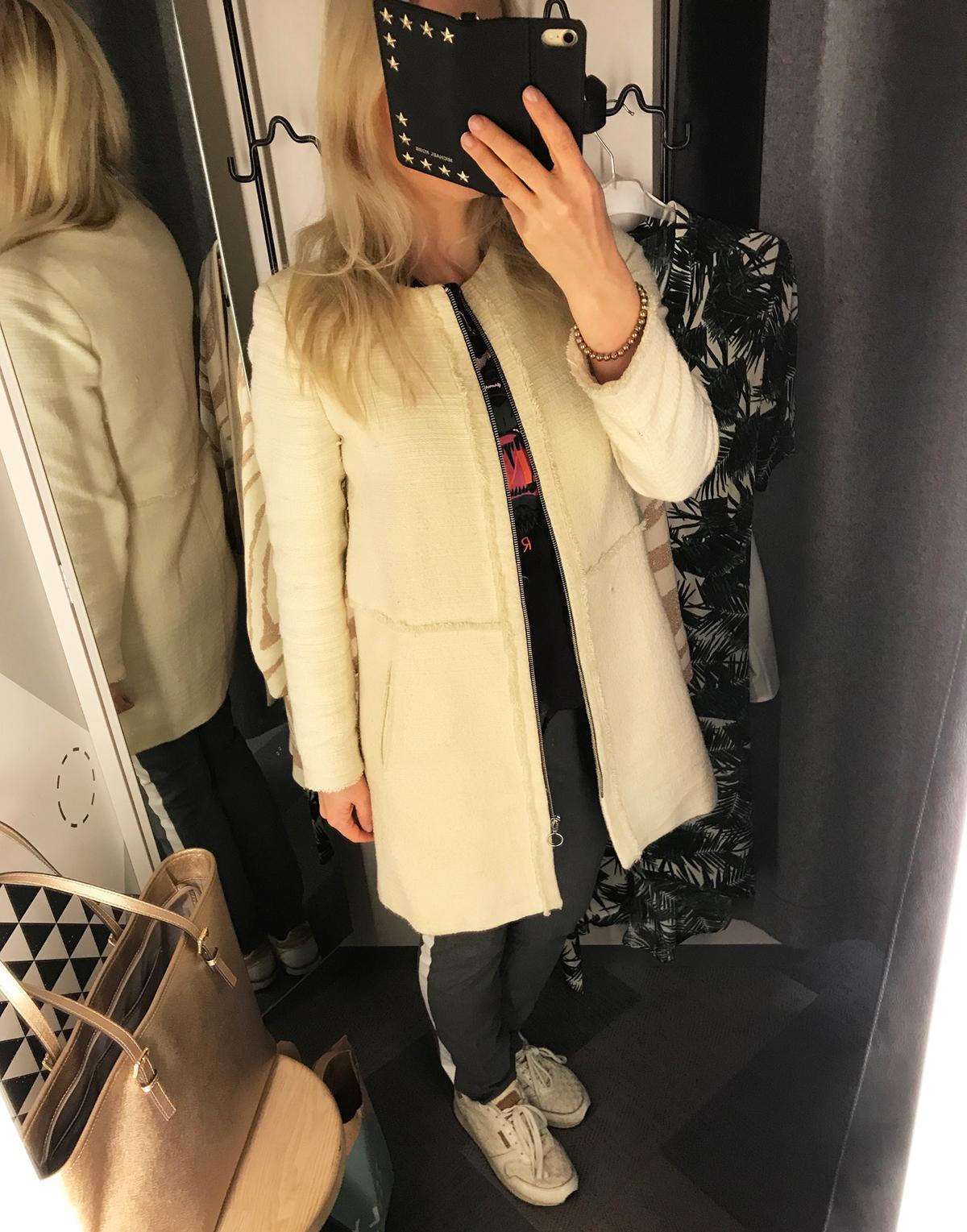 Passade på att ta en dagens outfit i provrummet hos Lindex när jag testade  kläder. Visar vad jag provade i ett kommande inlägg. 0a70af2c05e16