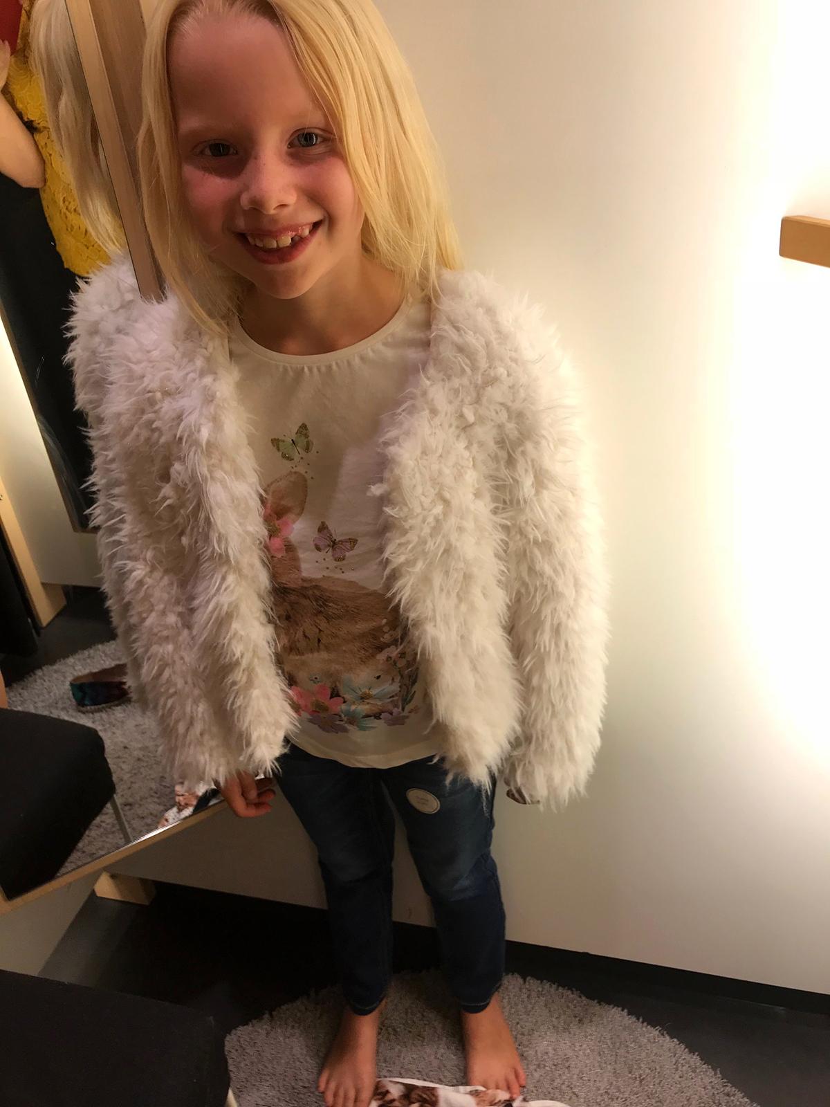Min dotter testar kläder hos Lindex – Käthe Nilsson