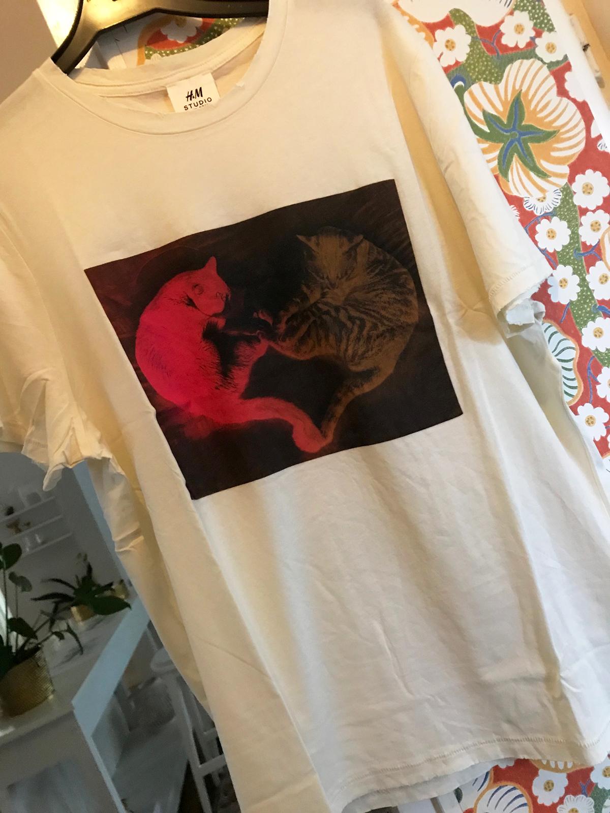 81b13fa76926 Idag kom t-shirten från H&M Studio-kollektion. Färgen är verkligen gräddigt  vit och perfekt för oss som inte passar så bra i kritvitt.