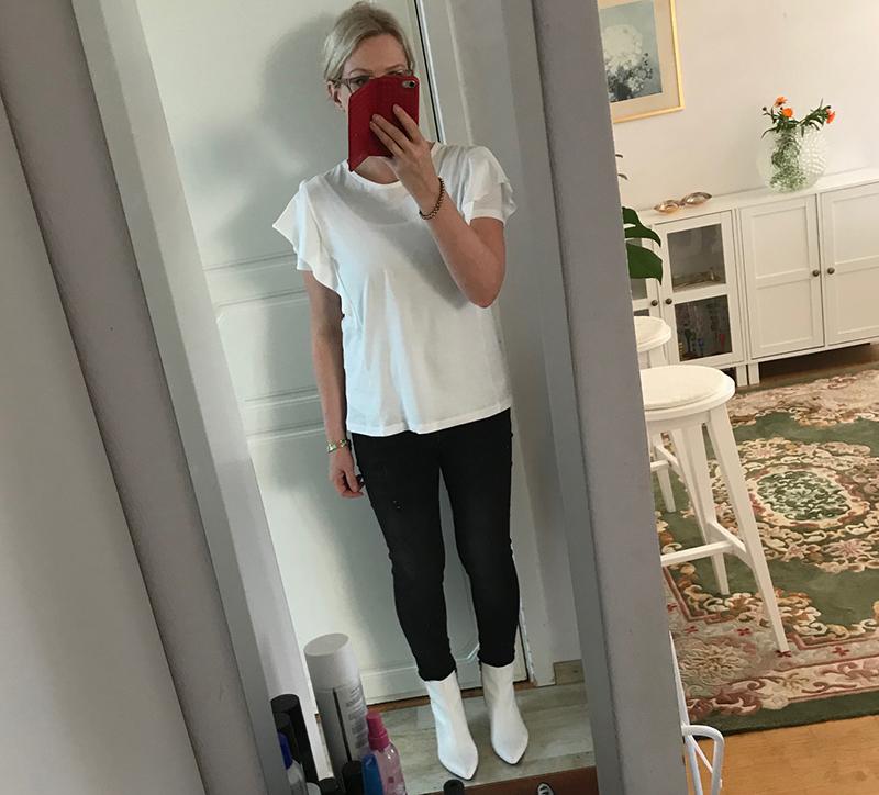 Jag har tidigare testat de här vita bootsen från Vagabond – läs recensionen  här. Och så här ser de ut till svarta jeans och vit-t-shirt vilket var  gårdagens ... 34f5b45d9d369